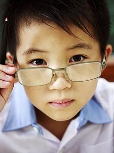 Đeo kính thuốc có giảm được chỉ số cẩn thị không