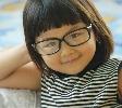Trẻ đeo kính thuốc có làm cho mắt kém đi không